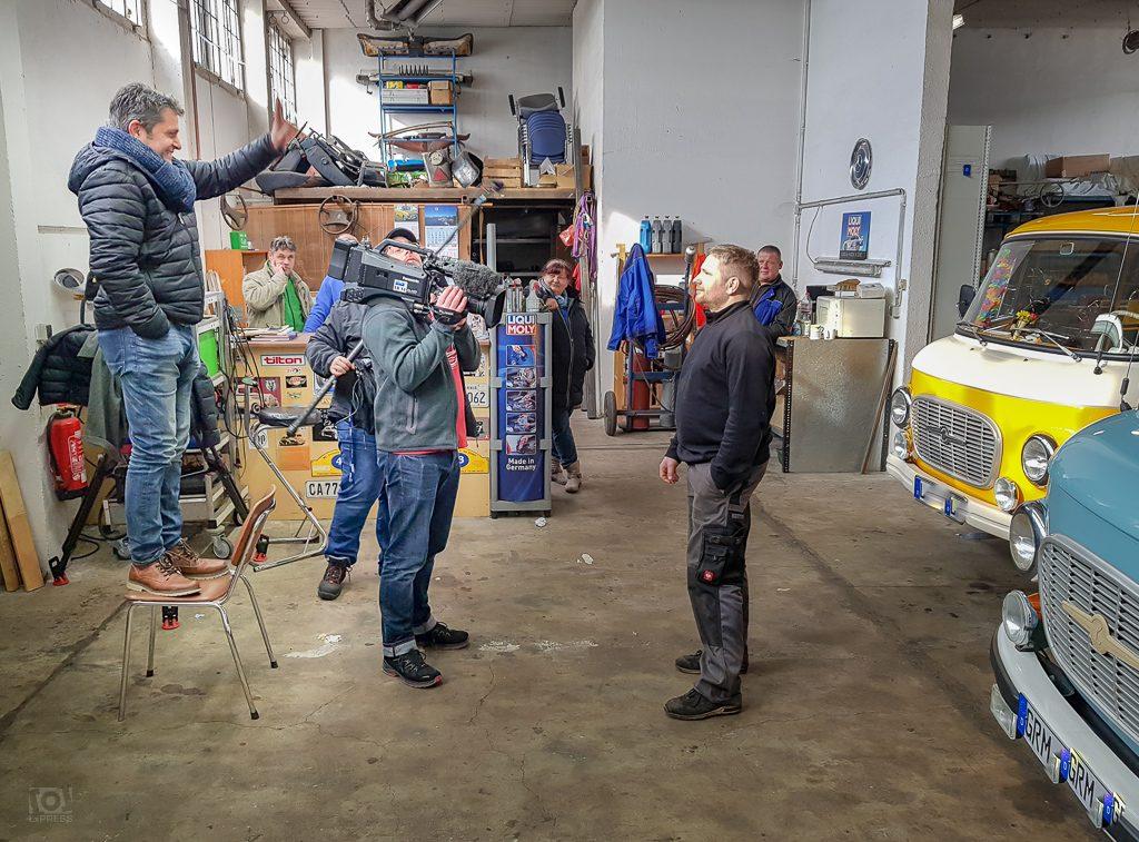 Dreharbeiten in einer Barkas-Werkstatt