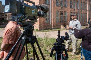 Interview vor der alten Tuchfabrik von Adolph Gottlob Fiedler in Falkenau
