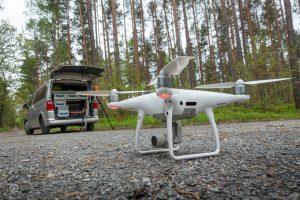 Einsatz mit Drohne und Kamera im Wald