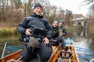 Kameramann im Ruderboot - 8+