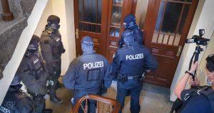 Kameramann begleitet Bundespolizei